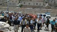 العشرات يشيعون جثمان ضابط الأمن الحميدي في تعز