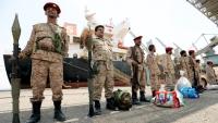 الحكومة وصفتها بالمسرحية.. قوات الحوثيين تبدأ إعادة انتشار بموانئ الحديدة