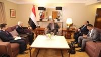 معين واليماني يبحثان مع سفيري روسيا وبريطانيا مستجدات اتفاق الحديدة