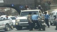 طقم حوثي يدهس دراجة نارية على متنها اثنان من رجال المرور في صنعاء