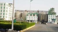 الحكومة تتهم الحوثيين بإحراق وإتلاف 23 طنا من القمح