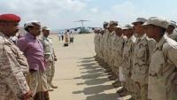 طائرة إماراتية تنقل 40 مجندا من سقطرى للتدريب خارج اليمن