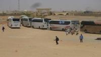 في منفذ الوديعة السعودي .. يمنيون يفترشون التراب بإنتظار إذن الدخول للسعودية