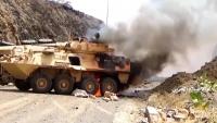 الحوثي ينشر مقطعا مصورا قال إنه لمقاتل سيطر على مدرعة سعودية وأسر سائقها بكلاشينكوف (فيديو)