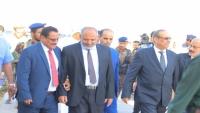 توافد أعضاء الحكومة إلى سيئون.. الدلالة والتوقيت (تقرير)
