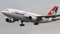 اليمنية تحول إحدى رحلاتها من مطار عدن إلى سيئون ومدير المطار يكشف السبب