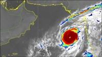 """""""كيار"""" يضرب سقطرى والسلطات تحذر من اقتراب السواحل ومجاري السيول"""