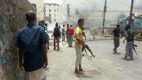 عدن.. اشتباكات مسلحة بين قبائل من الصبيحة ومليشيات الانتقالي وأنباء عن إصابات