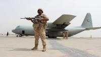 """عدن .. """"الانتقالي"""" يتمسك بالمطار ويهدد بالتصعيد العسكري"""