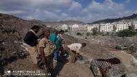 """مأمور صيرة لـ""""الموقع بوست"""": أزلنا البنايات العشوائية في مقبرة القطيع بعدن"""