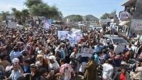 الآلاف يتظاهرون في تعز للمطالبة بسرعة التحقيق في جريمة مقتل الحمادي