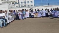 وقفة احتجاجية بتعز تطالب بكشف نتائج التحقيقات في جريمة اغتيال العميد الحمادي