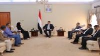 الحكومة تبحث مع مفوضية اللاجئين زيادة الدعم المقدم  للنازحين في اليمن
