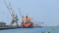 جماعة الحوثي تتهم التحالف بمنع وصول 15 سفينة نفط وغذاء إلى الحديدة