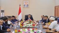 رئيس الحكومة يبشر باطمئنان اقتصادي في اليمن مع توقيع اتفاق الرياض