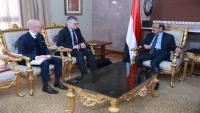 """""""صالح"""" يلتقي ممثل السويد إلى اليمن ويحذر من فشل اتفاق ستوكهولم"""