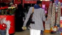 في عيد الفالنتاين.. الحوثيون يغلقون محلات بيع الورود بصنعاء ويعتقلون مرتادي القمصان الحمراء