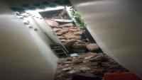 تضرر ثلاثة منازل في عدن بانهيار صخري