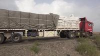 تعرض شاحنة تابعة للغذاء العالمي لانفجار لغم أرضي بالحديدة وإصابة سائقها