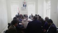 الفريق الحكومي يدعو لإعداد مشاريع تنموية لتشغيل النازحين في مأرب