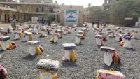 ملتقى حزم العدين يوزع موادا إغاثية لـ170 أسرة نازحة في مأرب