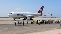 """وصول أولى رحلات """"اليمنية"""" إلى مطار عدن دون إخضاع المسافرين للإجراءات الاحترازية"""