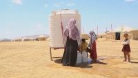 شاهد بالفيديو.. مأساة نازحين يمنيين وسط الصحراء