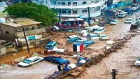 الحكومة تشكل لجان طوارئلرفع ما خلفته السيول بعدن