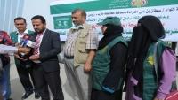 مأرب.. مكتب الصحة يدشن توزيع أجهزة ومستلزمات طبية مقدمة من السعودية