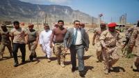 محافظ سقطرى يوجّه بمنع المظاهر المسلحة في الجزيرة