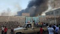خسائر مادية إثر حريق شب بمستودعات تجارية في عدن