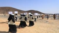 الندوة العالمية للشباب توزع حقائب صحية للوقاية من كورونا لمئات النازحين بمأرب