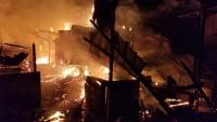 النيران تلتهم محال تجارية في السوق المركزي بمدينة زبيد