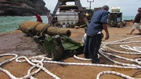 انتشال مدفع ثان من بحر صيرة بعدن (صور)