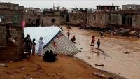معاناة النازحين جراء السيول بمأرب متواصلة.. إهمال حكومي وغياب للمنظمات الدولية