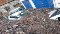 مئات الأسر ممن تضررت منازلها وطمرتها السيول تشكو غياب دور الحكومة