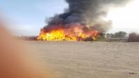 حريق يلتهم منازل نازحين في مأرب بسبب ماس كهربائي