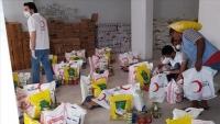 الهلال الأحمر التركي يوزع ألف سلة غذائية بمأرب