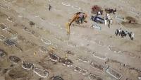 حفارو القبور في اليمن تحت الضغط وسط ارتفاع كبير في وفيات الفيروس