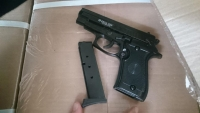 طفل يقتل شقيقه ويصيب صديقه إثر عبثه بمسدس في مأرب