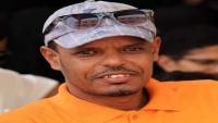 السلطات الأمنية بحضرموت تسمح لوالدة الصحفي عبد الله بكير بزيارته