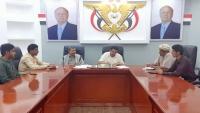 محافظ شبوة يوقع عقداً لتنفيذ مشروع كهرباء في عسيلان