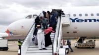 وصول 91 يمنيا من العالقين في السودان إلى مطار عدن