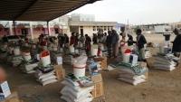 """""""الصليب الأحمر"""" تقدم موادا غذائية وإيوائية لأكثر من 4 آلاف نازح في مأرب"""