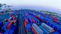 لجنة حكومية تباشر التحقيق في مزاعم وجود 130 حاوية من نترات الأمونيوم بميناء عدن