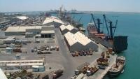 """نيابة البحث والأمن تطالب مؤسسة موانئ عدن بإخراج شحنة """"اليوريا"""" من الميناء"""