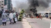 المكلا.. شباب غاضبون يقطعون الشوارع احتجاجا على تردي الكهرباء