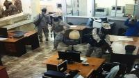 مسلحون يسطون على مصرف في عدن وينهبون مبالغ مالية