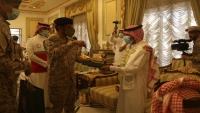 وكالة: قائد التحالف يستقبل أسرى من قواته كانوا في قبضة الحوثيين