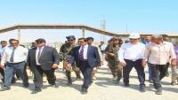 وزير النفط ومحافظ شبوة يتفقدان مشروع الخزان الإستراتيجي للمشتقات النفطية في رضوم